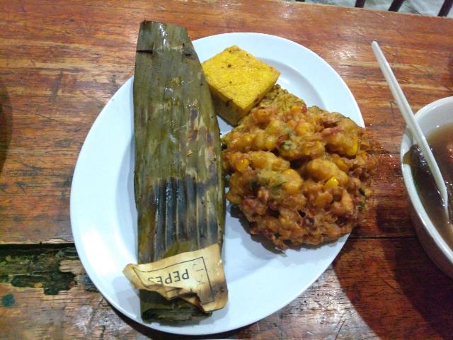 Ayam Goreng, Udang, Tempe, Pepes Jamur @ Warung Nasi Ampera