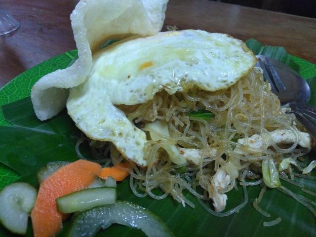 Bihun Goreng Ayam, Strawberry Milk Shake @ Warung Indonesia