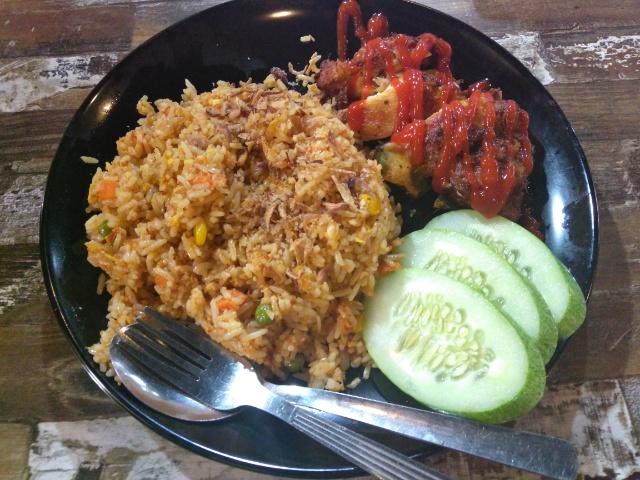Nasi Lemak Pandan, Nasi lemak Biasa add egg @ Nasi Lemak Taza's at PJ33 Cybercentre