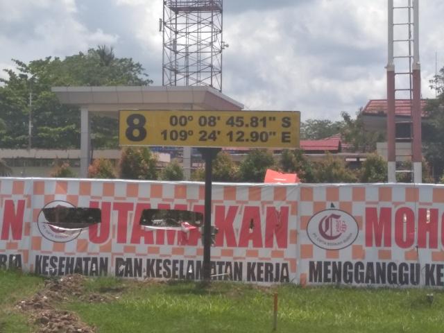 インドネシアのポンティアナックで赤道をまたごう!