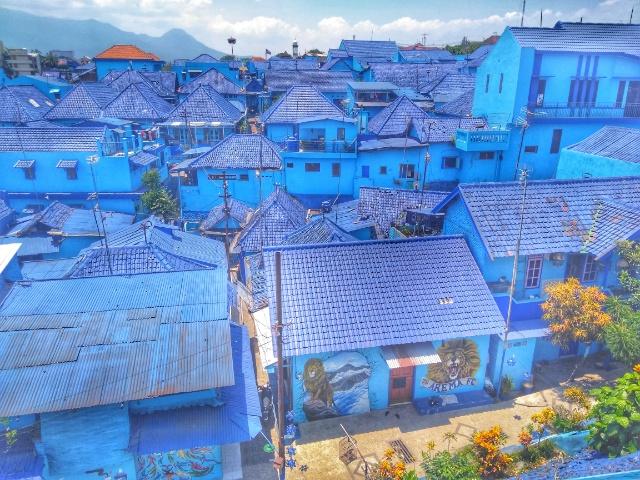 マラン カラフルと青の熱狂的なアレマファンの街