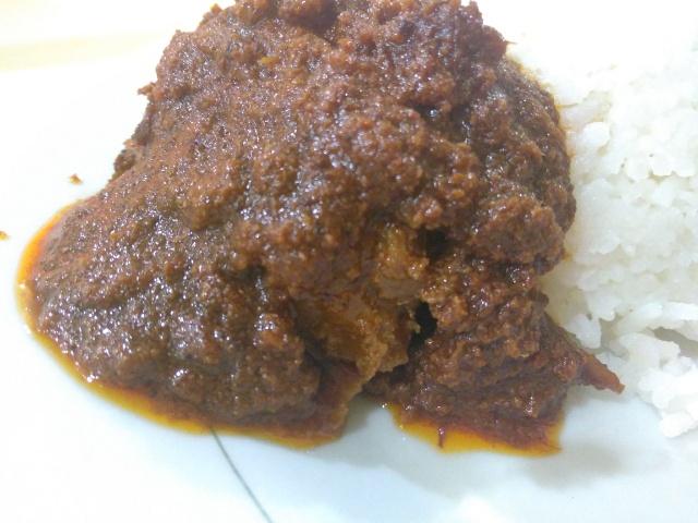 インドネシアのパダンで、世界一美味しい料理「ルンダン」を食べてきた!