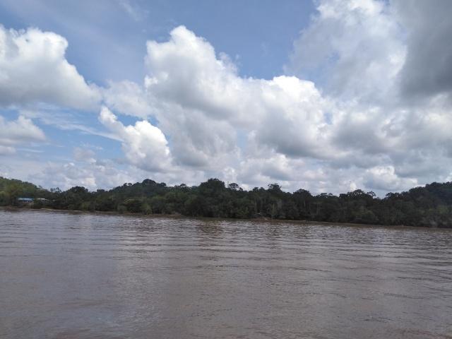 ラジャン川上流につながる街 そして食が最高 シブ観光